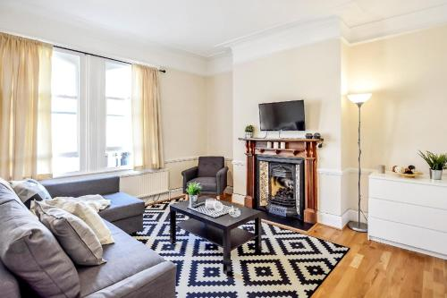 Amazing 6 Bed House in Kensington