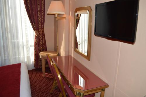 Hotel Royal Elysées photo 33