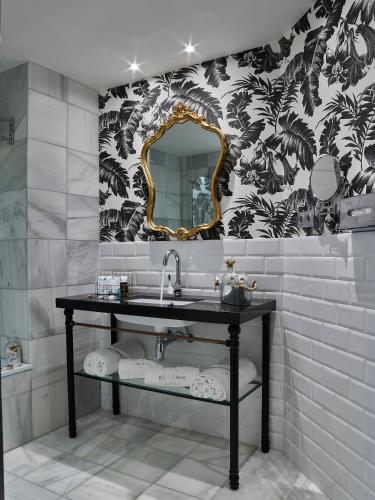 Twin Room with Garden View B bou Hotel La Viñuela & Spa 11