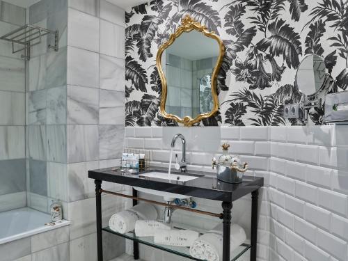 Twin Room with Garden View B bou Hotel La Viñuela & Spa 12