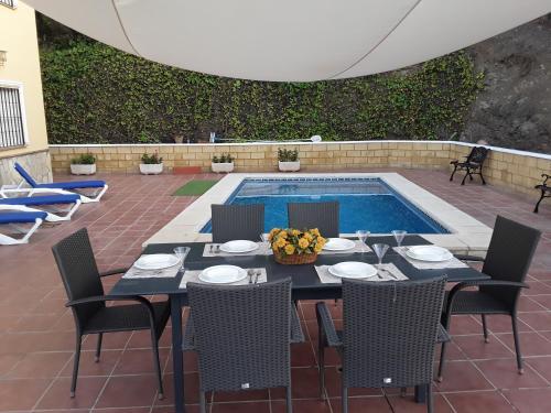 Villa Paloma - Hotel - Árchez