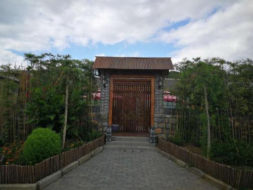 . Xiangyun Caishu Theme Country House