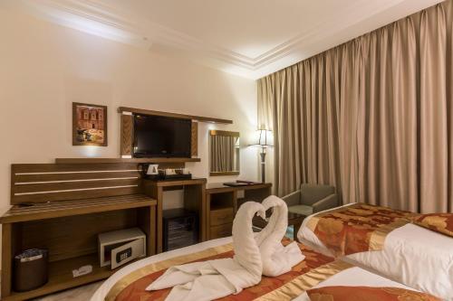 . Petra Moon Hotel