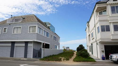 Ocean Surf Inn & Suites - Sunset Beach, CA CA 90742