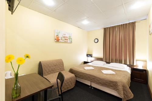 Mini Hotel Entrance N2