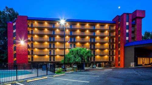 . SureStay Plus Hotel by Best Western Gatlinburg