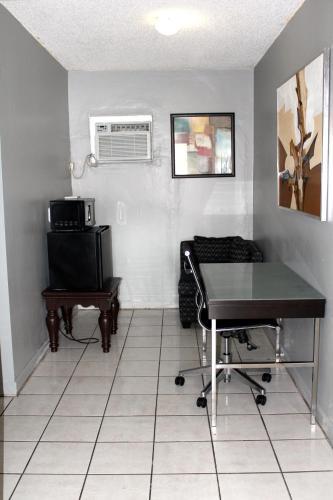 Ramona Motel - Miami, FL 33125