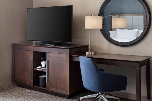Hampton Inn & Suites Teaneck/Glenpointe - Teaneck, NJ 07666