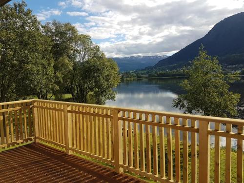 At The Lakeside - Accommodation - Skulestadmo