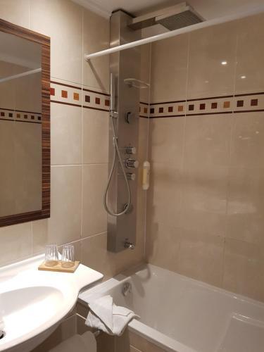 Hotel Champerret Elysees photo 47