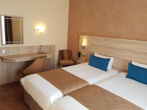 Hotel Champerret Elysees photo 52