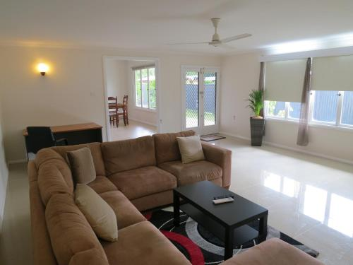 Edge Hill Clean & Green Cairns, 7 Minutes from the Airport, 7 Minutes to Cairns CBD & Reef Fleet Ter