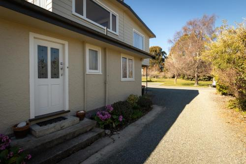 Hotels near The Moose Bar & Restaurant, Te Anau - BEST HOTEL