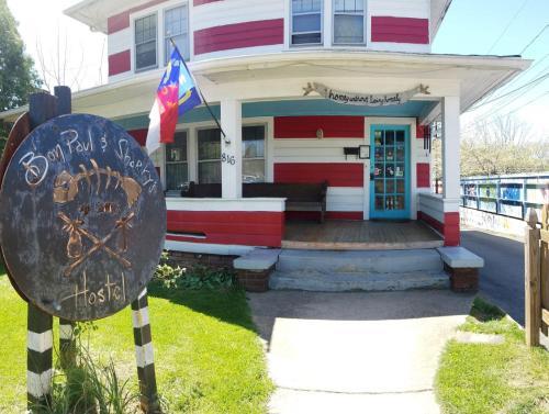 Bon Paul & Sharky\'s Hostel