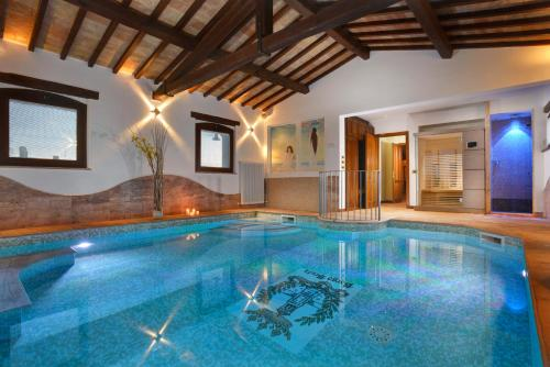 Via del Colle, 38, 06089 Brufa di Torgiano PG, Italy.