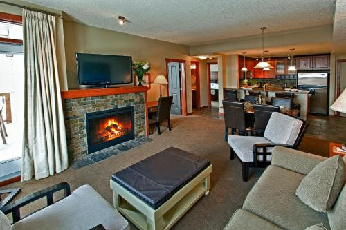 Blackstone Mountain Lodge by CLIQUE - Canmore, AB T1W 0A8