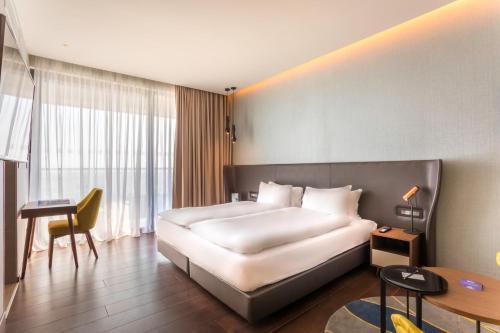 Radisson Blu Hotel, Larnaca rum bilder