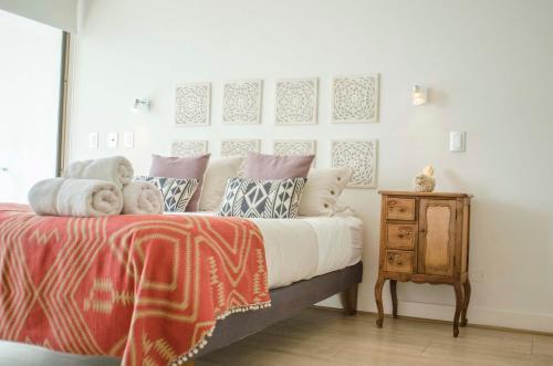 . Loica Suites III
