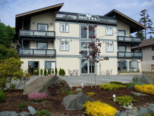 . Heron's Landing Hotel