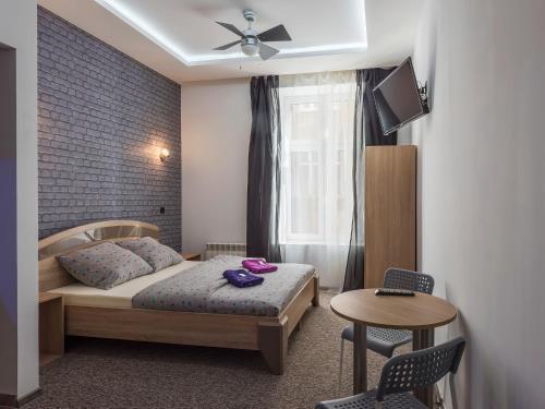 70S Guest Room