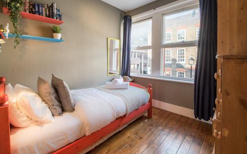 Picture of Artistic and Soulful Carnaby Street Movie Pad