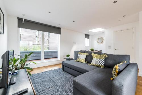 Stylish 3 Bedroom Flat With Balcony Shoreditch