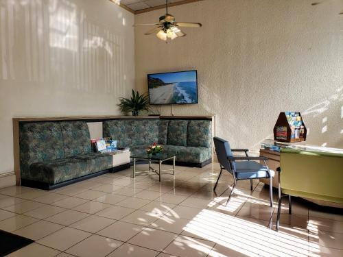 Vacation Rental Suites At Waikiki Sunset - Honolulu, HI 96815