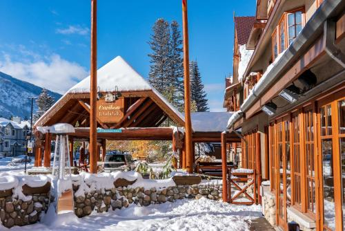 Banff Caribou Lodge and Spa - Banff, AB T1L 1H8