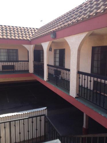 La Mirage Inn - Long Beach, CA 90806
