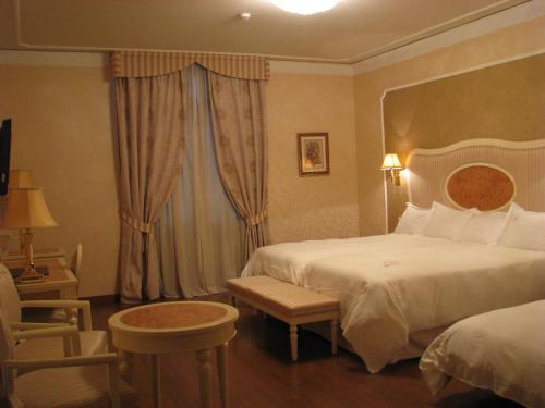 Triple Room Hotel Santa Isabel 8