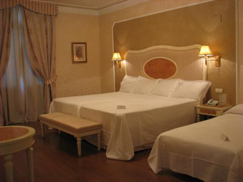 Triple Room Hotel Santa Isabel 9