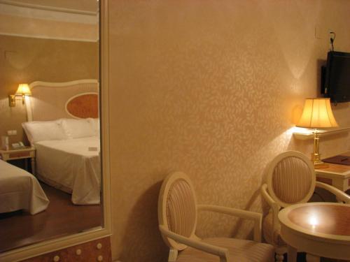 Triple Room Hotel Santa Isabel 10