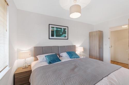 . Valentis Contractor Apartments