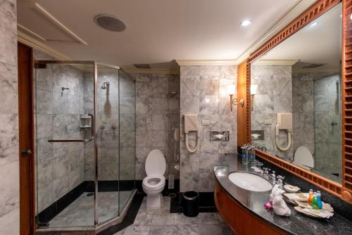 Montien Riverside Hotel room photos