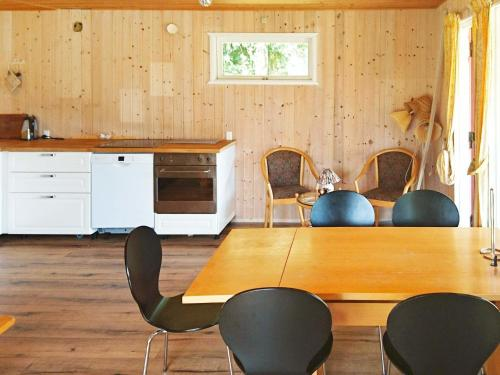 Three-Bedroom Holiday home in Idestrup 2 in Bøtø By