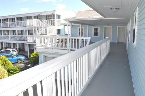 . South Wind Apartments