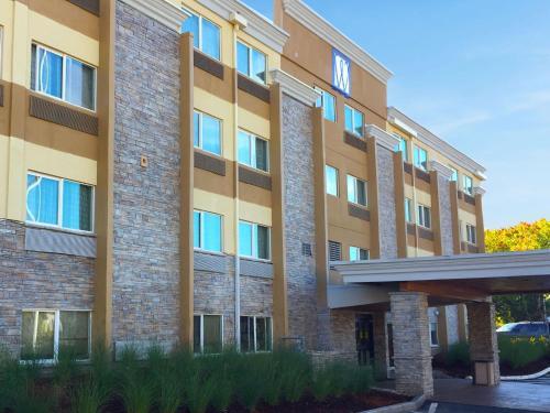 . Comfort Inn & Suites Tigard near Washington Square