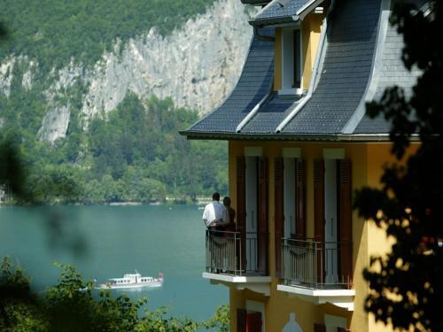 2 blvd de la Corniche, 74000 Annecy, France.