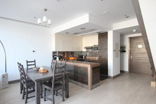 Espace Holiday Homes - Bay Square 12