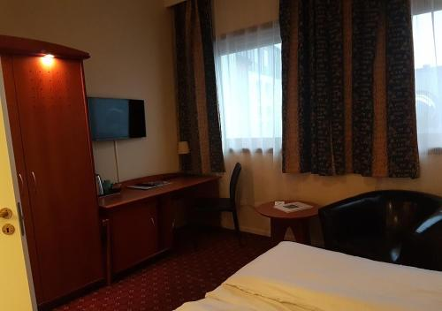 Best Western Chesterfield Hotel - Photo 3 of 68