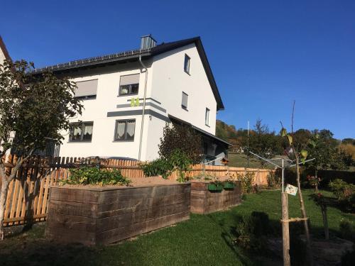 Ferienwohnung an der Linde - Apartment - Bischofsheim an der Rhön