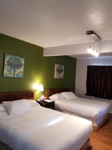 . Sun Plaza Motel