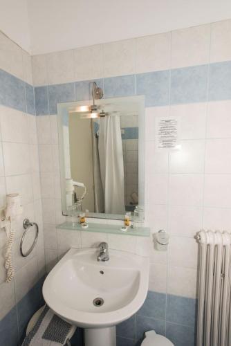 Hotel Alexandros room photos