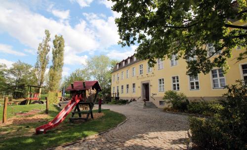 . Familien- und Freizeithotel Gutshaus Petkus