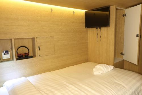 Bed in 4 Bunk Bed Mixed Dormitory Room Bed in 4 Bunk Bed Mixed Dormitory Room