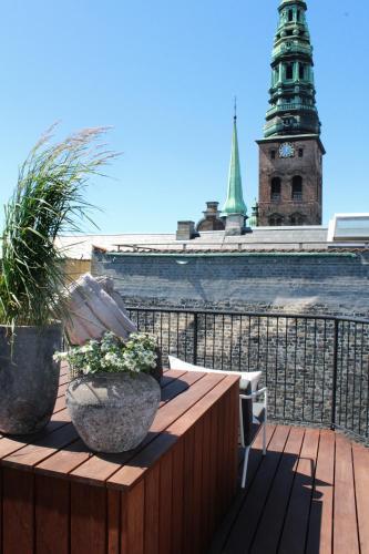 Bremerholm 6, 1069 Copenhagen, Denmark.