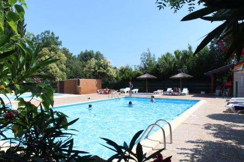 Camping de la Chapelette - Hotel - Saint-Martin-de-Crau
