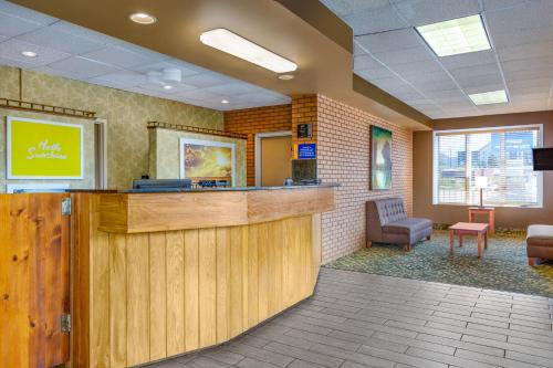 Days Inn By Wyndham Breezewood - Breezewood, PA 15533