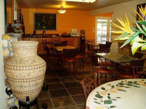 Vineyard Inn Hotel - Sonoma, CA 95476
