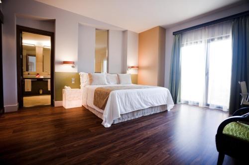 Triple Room (2 Adults + 1 Child) Hotel & Winery Señorío de Nevada 2